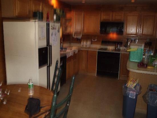Trout House Village Resort : kitchen