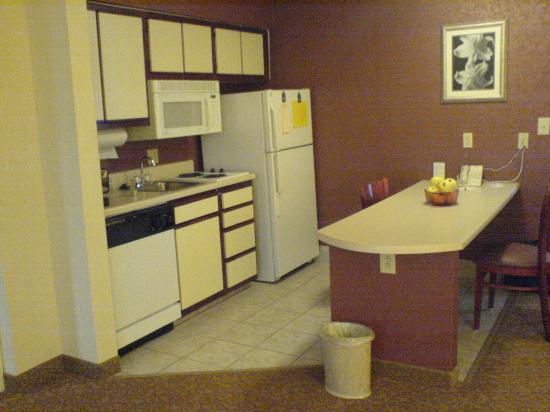 Homewood Suites by Hilton Raleigh-Durham AP / Research Triangle: Kitchenette (and Broadband)