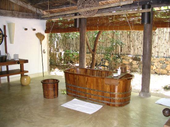 Six Senses Ninh Van Bay: Beach villa bathroom