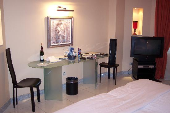 A Casa Canut Hotel Gastronomic: Another view of the room
