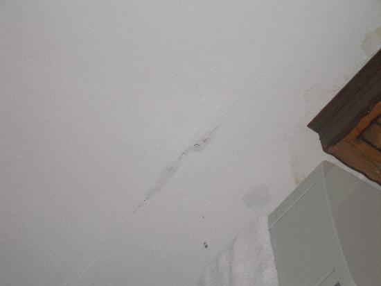 Hotel  Fontana: leaks