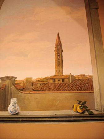 Relais Uffizi: mural at hotel entrance