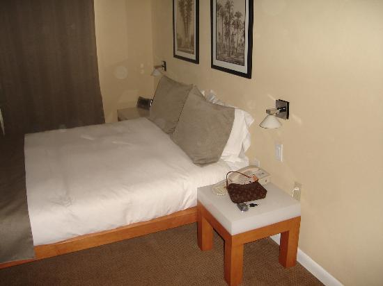 The Mimosa Hotel: Queen Size Bed