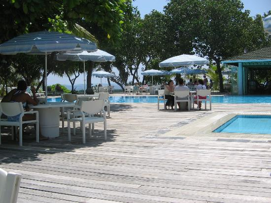 Lily Beach Resort & Spa: Pool Area