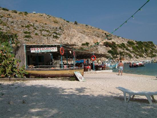 La Grotta: Taverna by the sea