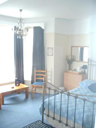 The Malvern Guest House & Blues Grill: large spacious sea-view family room (7)