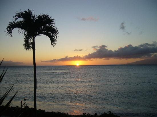 Hololani Resort: Sunset from A203
