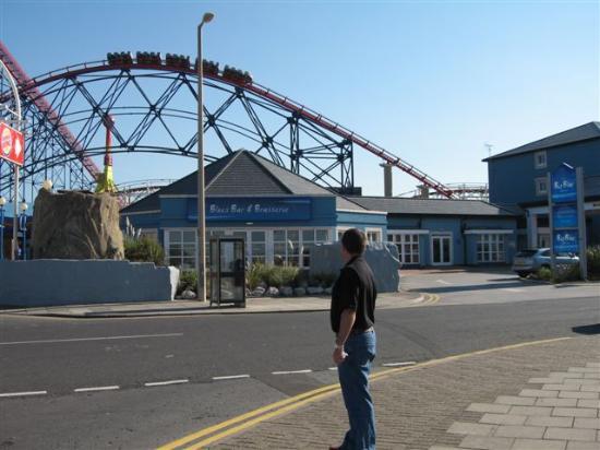 Big Blue Hotel: Front of BBlue Hotel, Pleasure beach behind