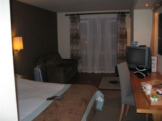 Big Blue Hotel: Deluxe Rm with sitting area