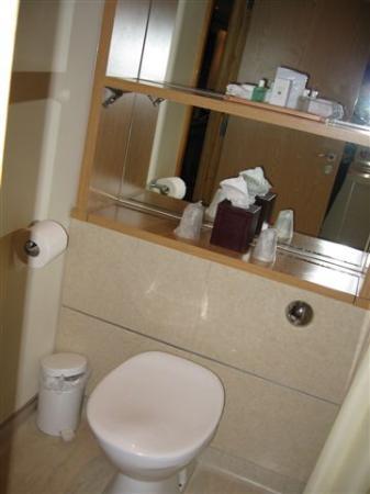 Big Blue Hotel: Bathroom, Modern & Clean!