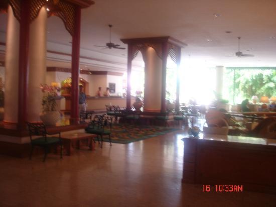 Montien Hotel Pattaya: elegant lobby