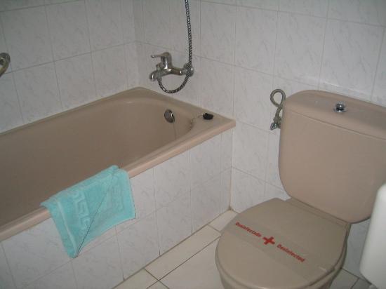 Hotel Apartamentos Andorra: Old Fashioned Bathroom