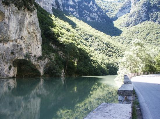 Montegridolfo, Italia: A wrong turn, and look at what we found!