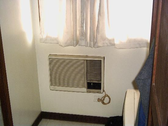 Hotel Durban : So-so AC unit