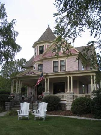 Main house - Picture of White Lace Inn, Sturgeon Bay ...