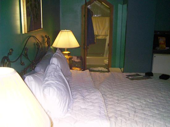Carr's Northside Cottages & Motel: Bathroom shot
