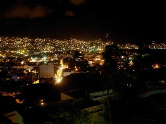Etel Suites: Night vista