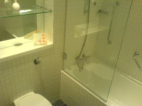 Radisson Blu Hotel, Birmingham: Bathroom in Business Class Room