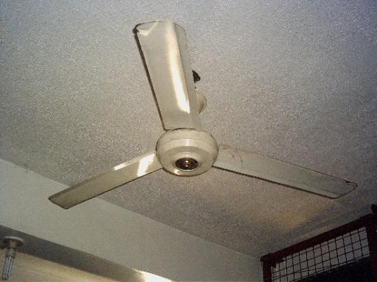 Bretagne a Manille: This is the AC system here