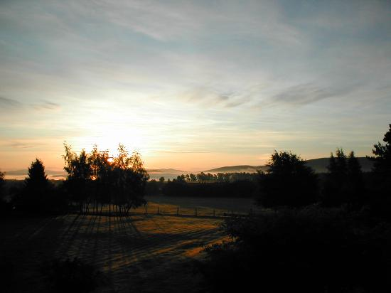 Carrbridge, UK: Sunrise from Room 5