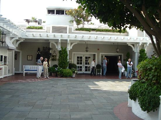 Shutters on the Beach : The entrance
