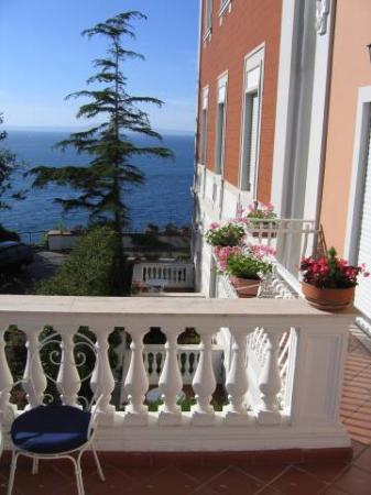 Villa Garden Hotel : View of the bay of Naples from our balcony