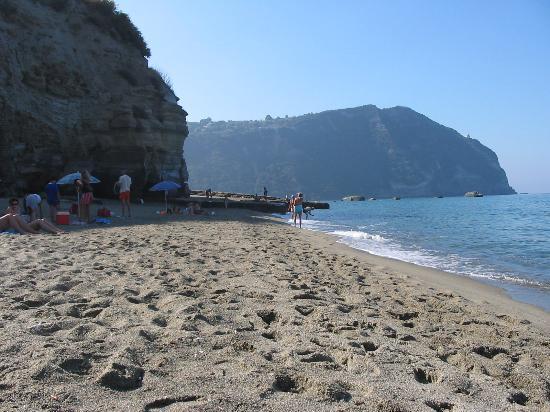 Villa Thomas B&B : Beach near Forio