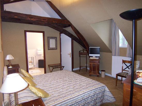 Hotel Le Manoir les Minimes : Traditional room- bedroom