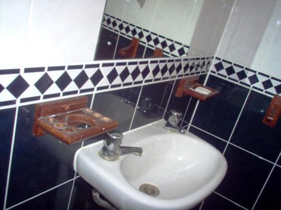 Whiteleaf Hotel: toilet