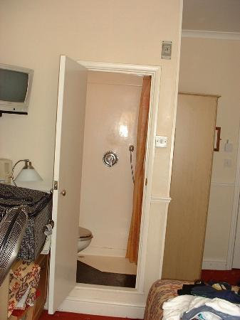 Admiral Hotel: room 9, bathroom