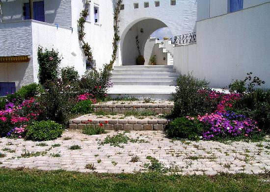 Ammos Naxos Exclusive Apartments: Exit from hotel to the garden