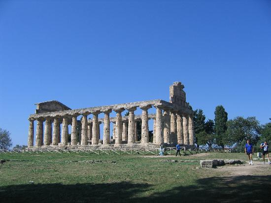 Пестум, Италия: Temple of Cerere/Athena in Paestum, province of Salerno