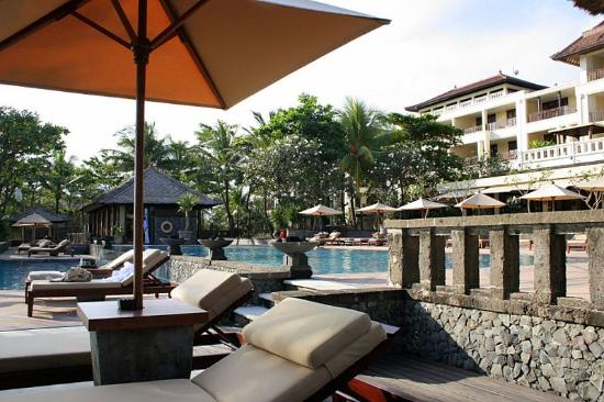 The Legian Bali: view on the 2 pools