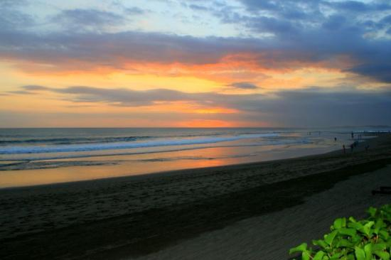 The Legian Bali : sunsets from the hotel