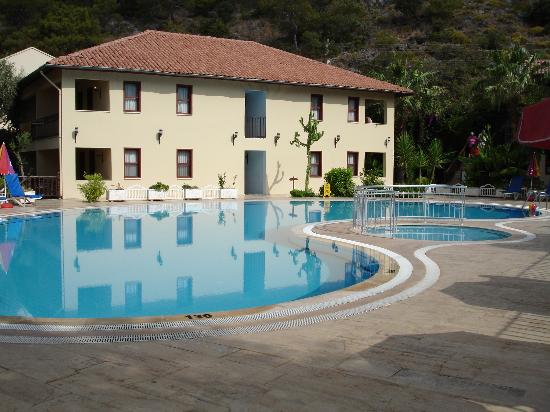 Hotel Meri: The pool was the hotel's saviour!
