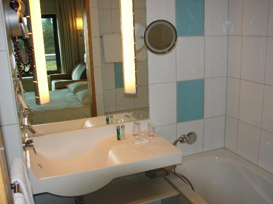 Novotel Berlin Am Tiergarten: Bathroom