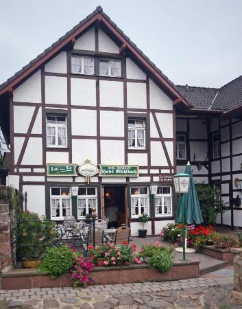Nideggen, เยอรมนี: Haus Mühlbach From the outside
