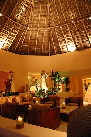 Four Seasons Resort Punta Mita: Main Lobby at night