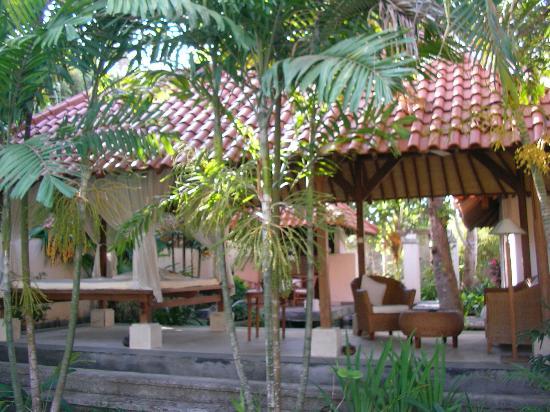 Natah Bale Villa: Lounge & bale