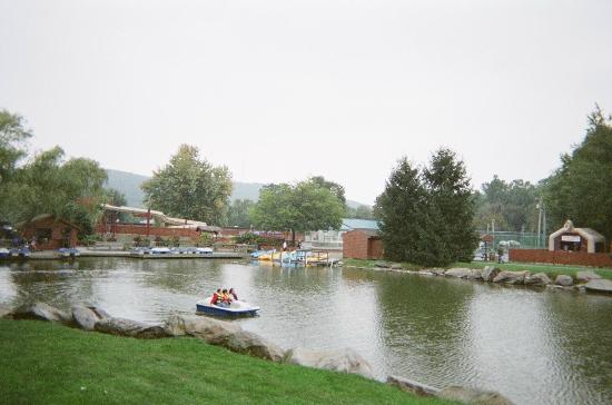Rocking Horse Ranch Resort: Lake with pedal boats
