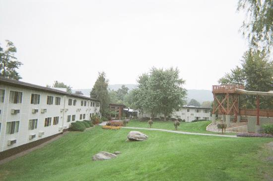 Rocking Horse Ranch Resort: Back of Main Lodge & partial view of grounds