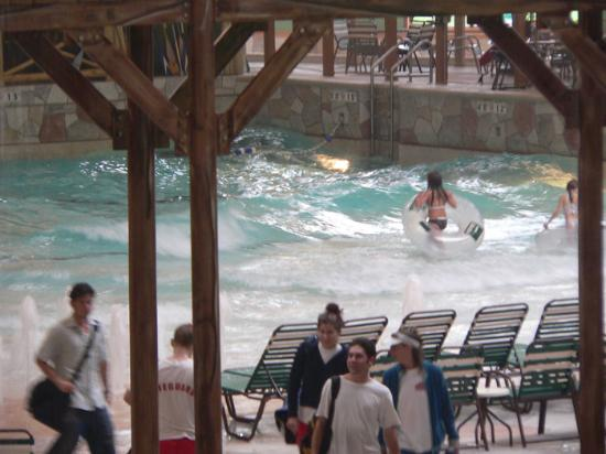 Great Wolf Lodge : Large Wave Pool