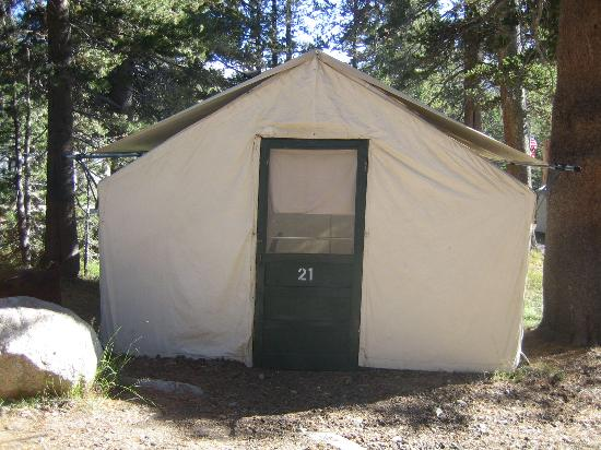 Tuolumne Meadows Lodge : Outside of one of the tent cabins