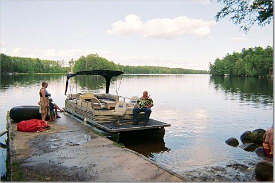 Silver Rapids Lodge: Enjoying the Pontoon