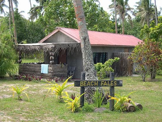 Pangaimotu Island Resort: Beach fales for hire