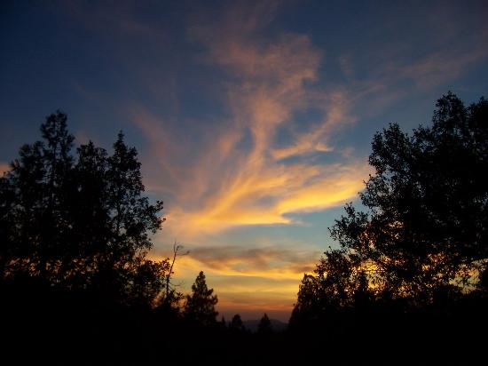 Evergreen Lodge at Yosemite : sunset from the deck