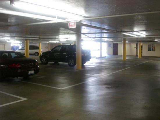 Comfort Inn - Los Angeles / West Sunset Blvd.: Underground Parking