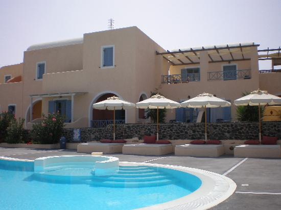 Anemoessa Villa: View of Pool Area
