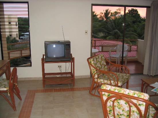One Ocean Place : tv facing bacony