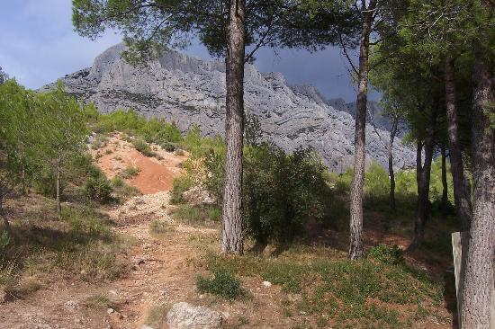 Provence, Frankrike: getting ready to hike up to cezanne's refuge